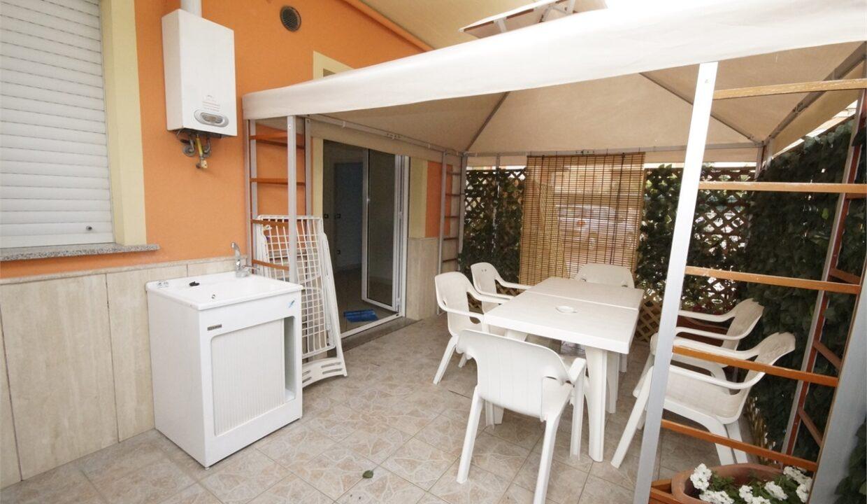 Azzurra casa vacanze a San Benedetto del Tronto - tavolo giardino