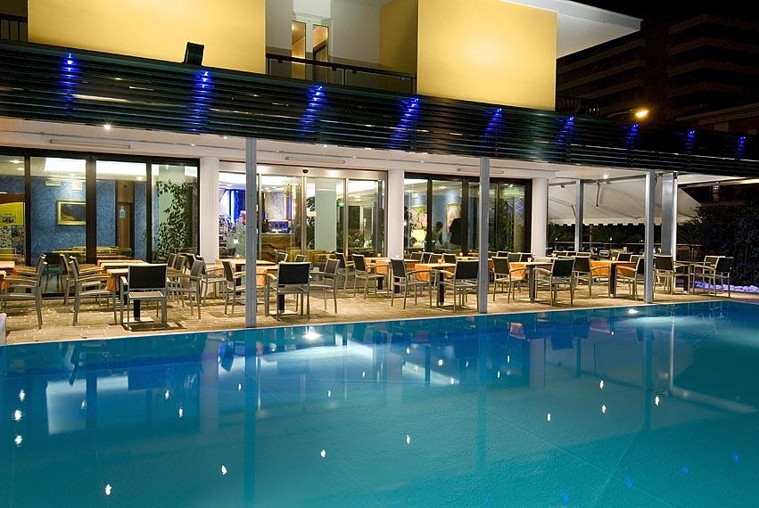 Hotel Imperial San Benedetto del Tronto piscina di sera