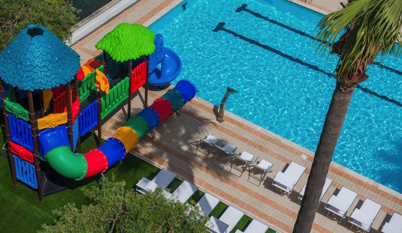 Hotel Relax di San Benedetto del Tronto piscina e scivolo