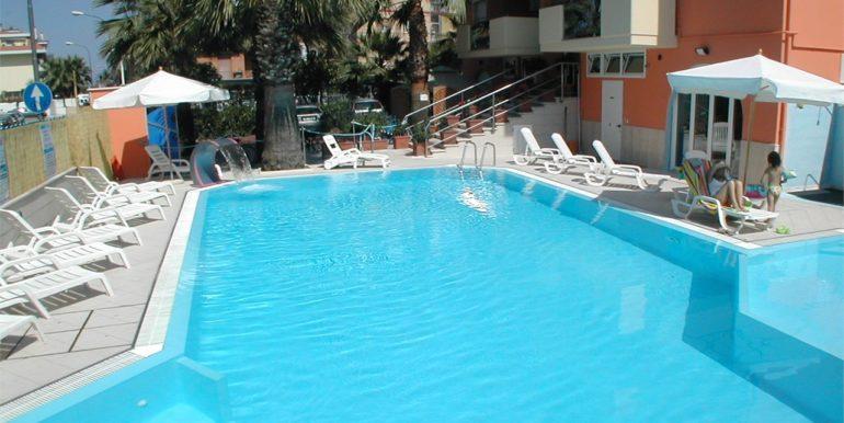 Palazzina Azzurra con piscina a San Benedetto del Tronto - piscina