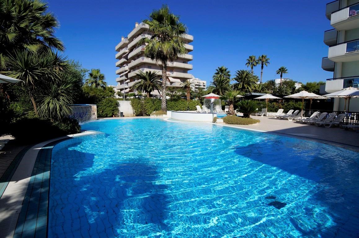 Oltremare: residence con piscina sul lungomare di San Benedetto del Tronto