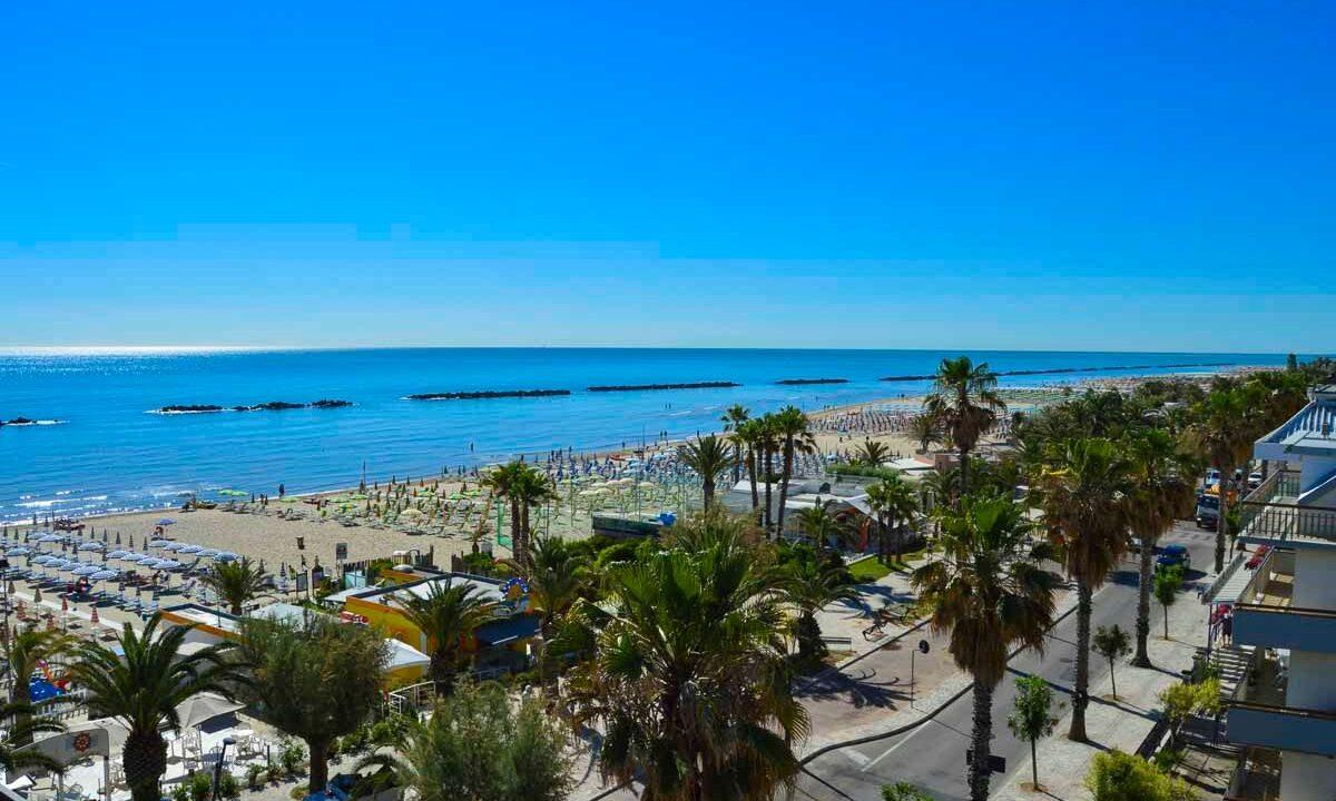 San Benedetto del Tronto - spiaggia e palme dall'alto
