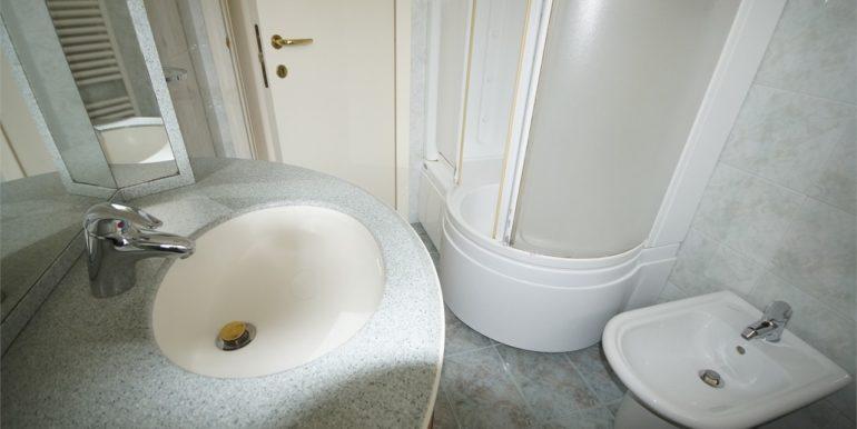 bagno dell'appartamento attico di Via Cherubini a San Benedetto del Tronto