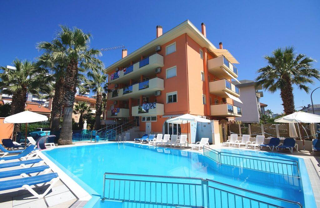 Azzurra 4 posti – casa vacanze con piscina a San Benedetto del Tronto