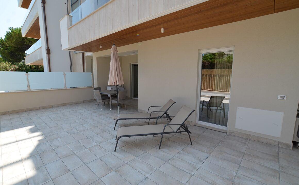 giardino pavimentato casa vacanze Adriatico
