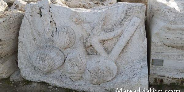 molo-sud-di-San-Benedetto-sculture