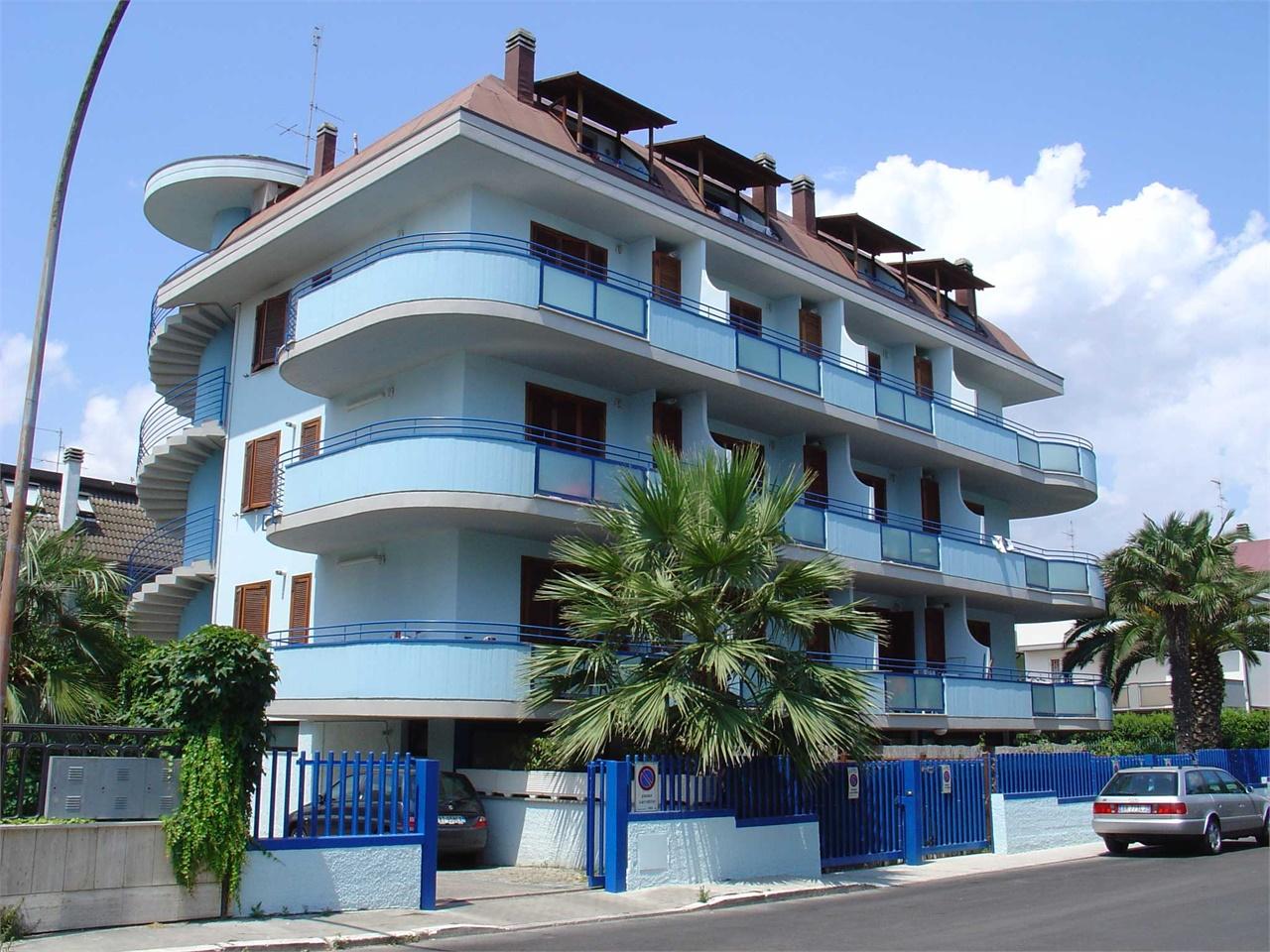 Il cielo 4 posti appartamenti con giardino o terrazzo a for Costo ascensore esterno 4 piani