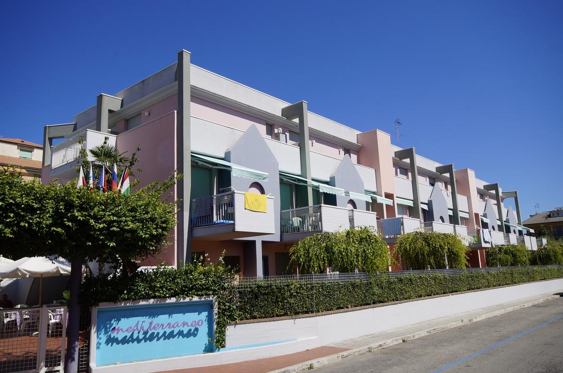 Mediterraneo Uno: residence con piscina a San Benedetto del Tronto