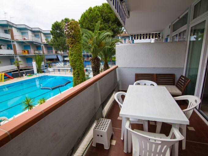 terrazzo vista piscina appartamento in affitto estivo al Seaside San Benedetto del Tronto